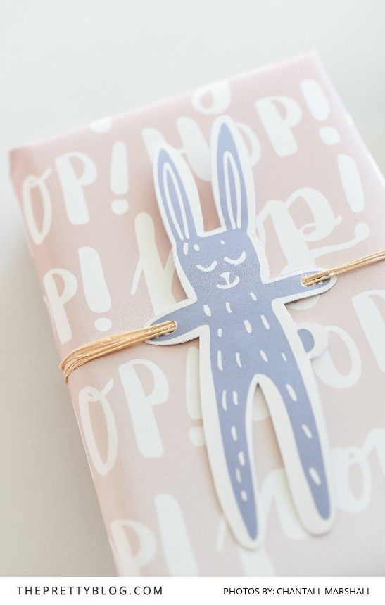 Easy DIY printables to make gift wrapping that much easier! | Photography by Cha...
