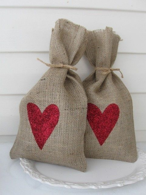 Perfect for Valentines Day with some edible dusting powder inside ;0)