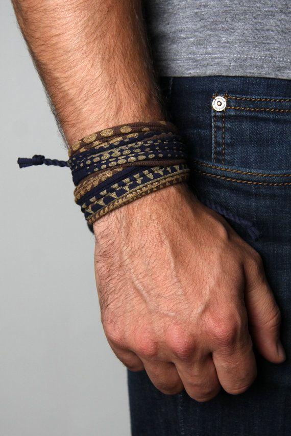 Bracelet imprimé à la main et fait à la main par Necklush. Il s'agit d'un...