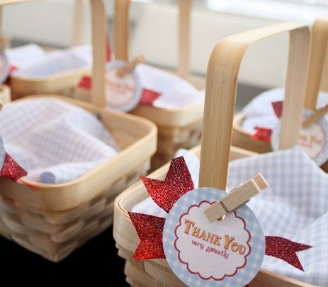 Basket Gifts : Adorable Favors at a Wizard of Oz party #wizardofoz #party