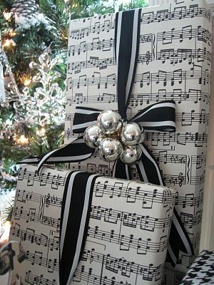 ♥ black & white & silver bells - best if the musical paper is printed from Chr...