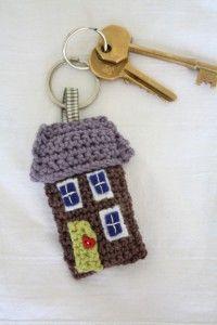 Free Pattern – Homey House Keyring  So cute...