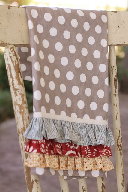 Gift Wrapping Ideas: Really cute kitchen towel tutorial