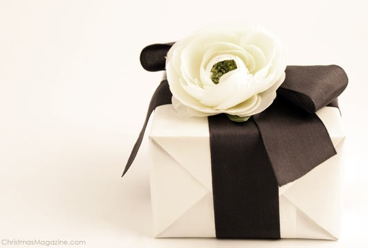 gift wrapping; inspired by fashion/Chanel