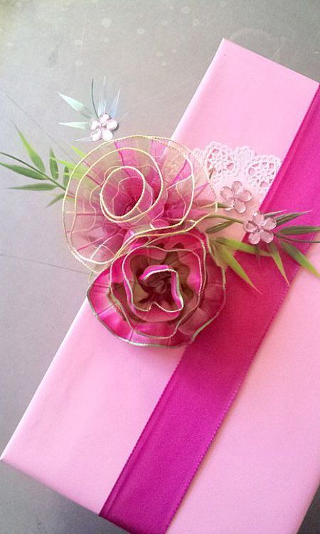 you can use wired ribbon and a doily