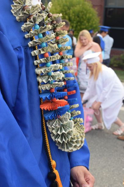 Money lei for a high school graduate.  I have made these for my guy cousin, beca...