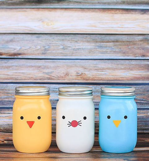 Instead of a traditional Easter basket, fill this adorable mason jar chick, bird...