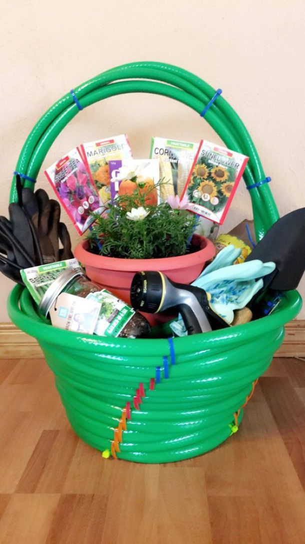 Cute idea for a Gardening Lover or New Homeowner Housewarming DIY Garden Gift! M...