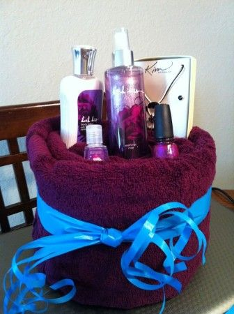 Creative DIY mothers day gift baskets ideas to make at home. Make spa basket,sel...