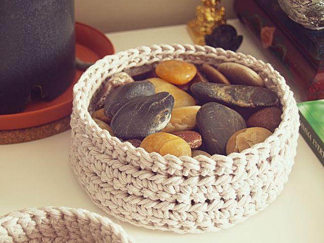 Howsanne Handmade Crochet : Crochet Pattern: Simple Basket... Free pattern!