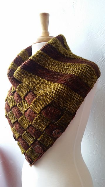 Bountifall Basket Cowl pattern by Anna Steinke
