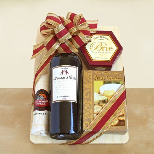 Basket Gifts Wooden Cutting Board And Wooden Cheese Spreader 1